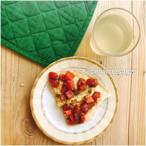 نان پیتا و گوجه فرنگی